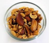 Health benefits of almonds and cashews